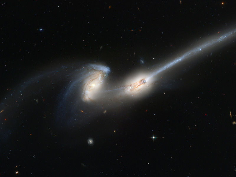 800px-Merging_galaxies_NGC_4676_(captured_by_the_Hubble_Space_Telescope)